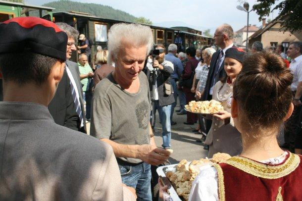 Švajcarski turisti su dočekani uz tradicionalnu srpsku pogaču