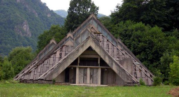 Spomen kuća na Tjentištu