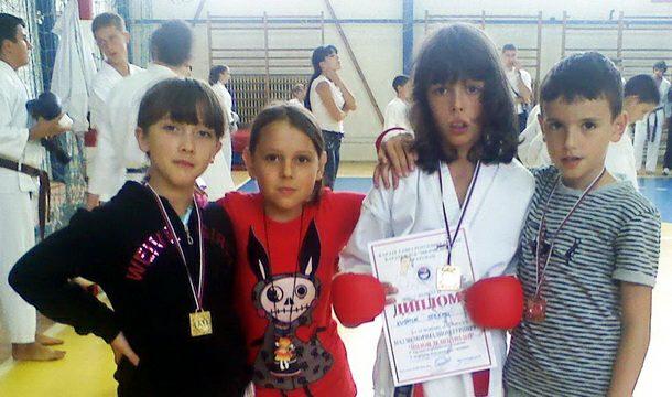 Mladi višegradski karatisti u Bileći