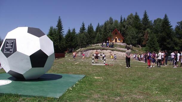 Spomenik lopti na Prevrzmi kod Čajniča