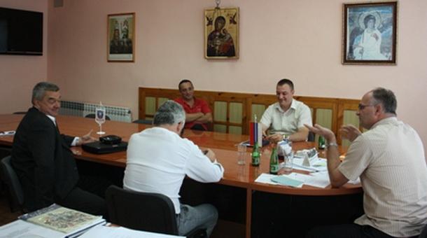 "Tomislav Popović i člаnоvi Prеdsјеdništvа FK ""Drinа HЕ"""