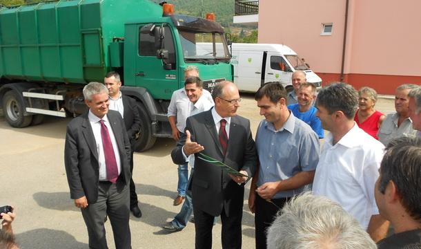 Novo Goražde - donacija kamion za otpad