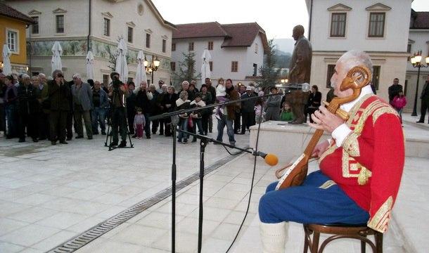 Guslari u Andrićgradu