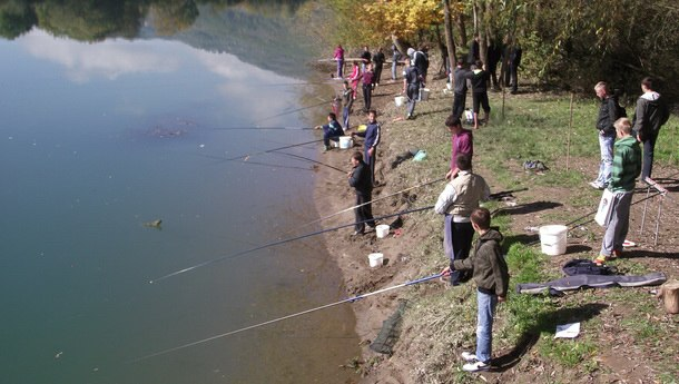 Druženje osnovaca kroz ekologiju i ribarsko takmičenje