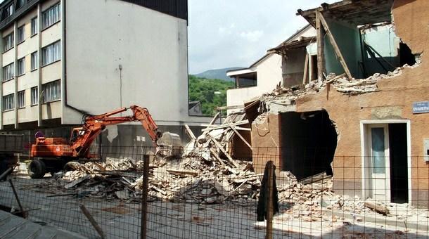 21. maj 2011. - Rušenje stare zgrade u glavnoj ulici