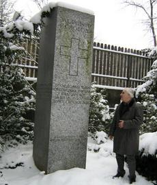 Spomenik jugoslovenskim izbjeglicаmа