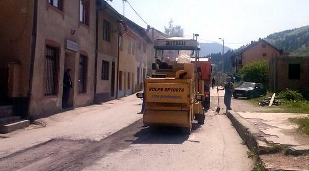 Asfaltiranje ulica u Foči