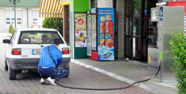 Benziska pumpa-gas