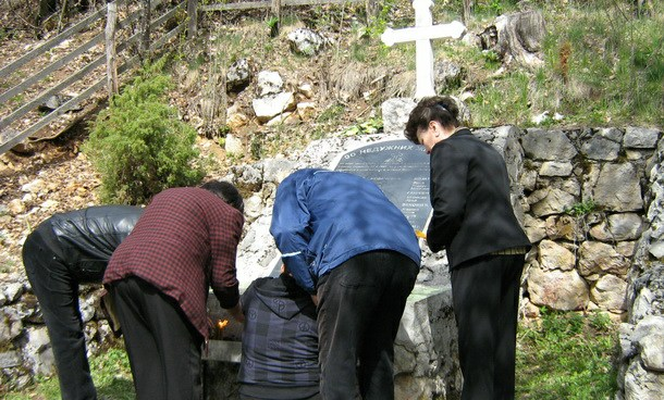 Spomenik u Gornjem Osovu