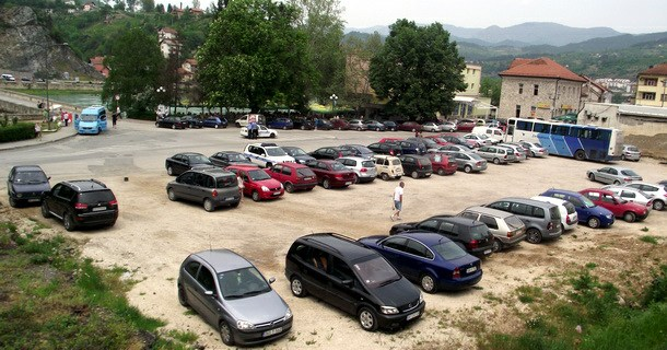 Parking na trgu u Višegradu