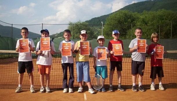 Mladi teniseri u Foči