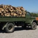 Kamion sa drvima