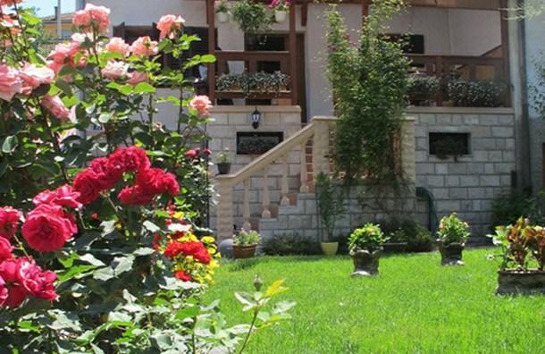 Dvorište u Foči - Krsmanovi Radmila i Mile