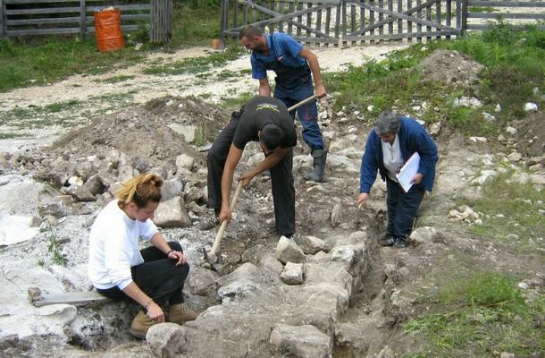 Iskopavanje na Crkvinama kod Rogatice