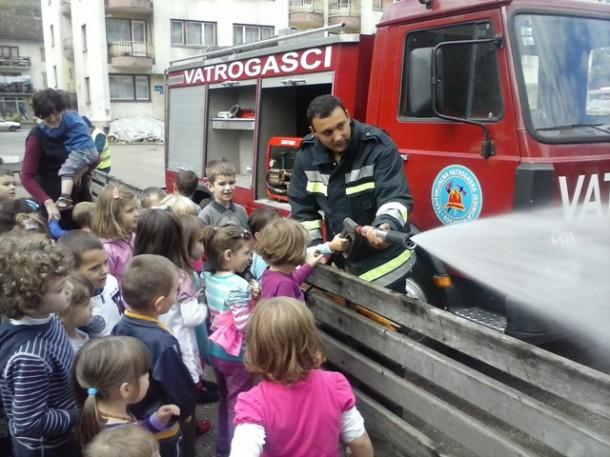 Djeca i vatrogasci