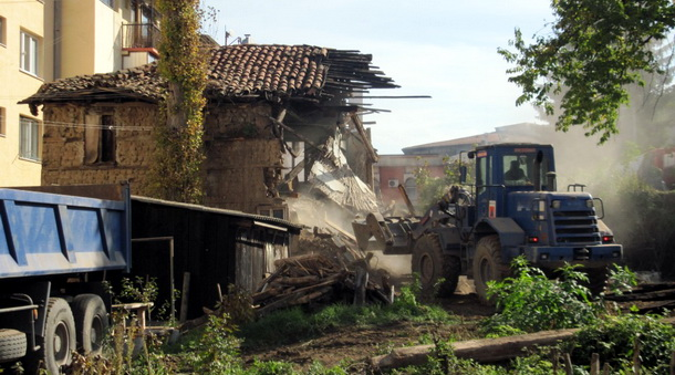 Rušenje kuće u Foči