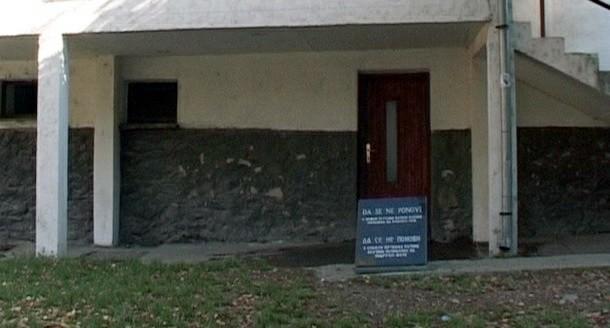 Spomen ploca u Foči ispred Partizana