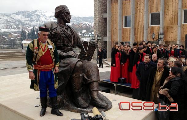 Matija Bećković otkriva spomenik Njegošu