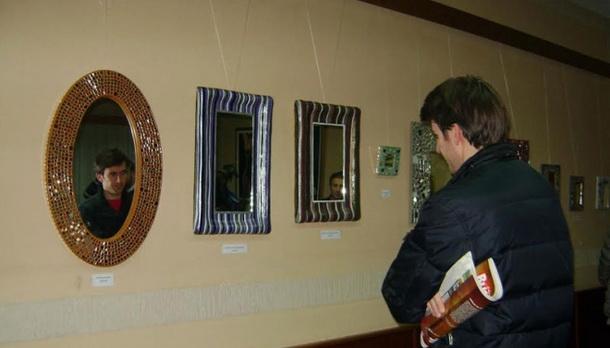 Izložba ogledala u Foči