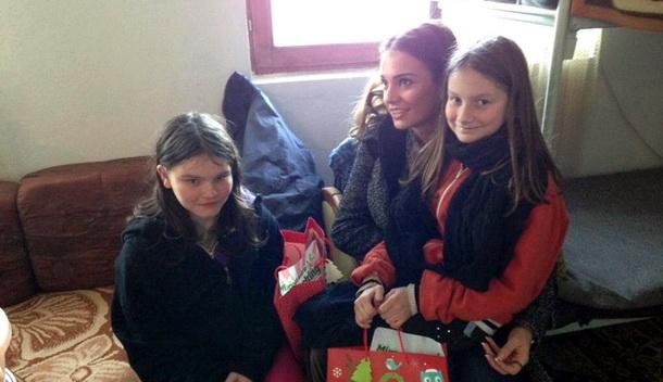 Vanja Petrović sa djevojčicama
