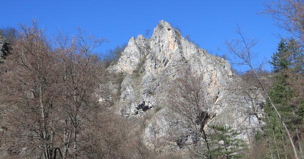 Djevojačka stijena u Starom Brodu