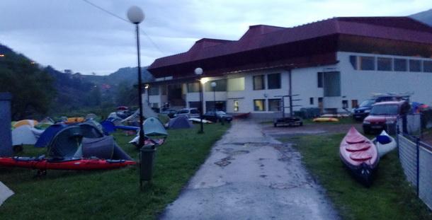 Kajakaši kod dvorane u Višegradu