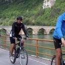 Biciklisti kod ćuprije