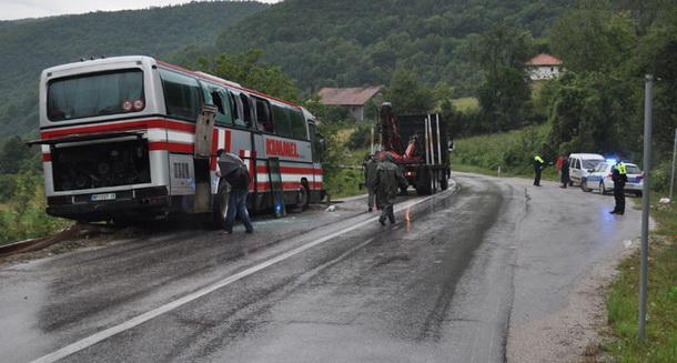 Prevrnuti autobus kod Rogatica