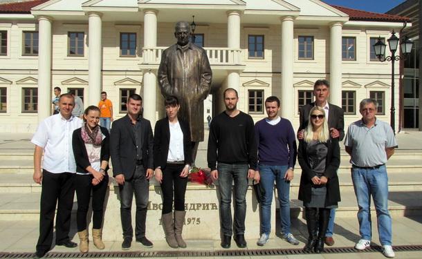 Spomenik Ivo Andric-cvijece