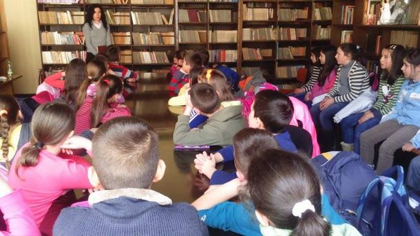 Djeca u biblioteci u Cajnicu 2