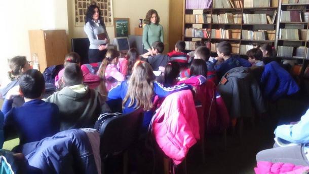 Djeca u biblioteci u Cajnicu