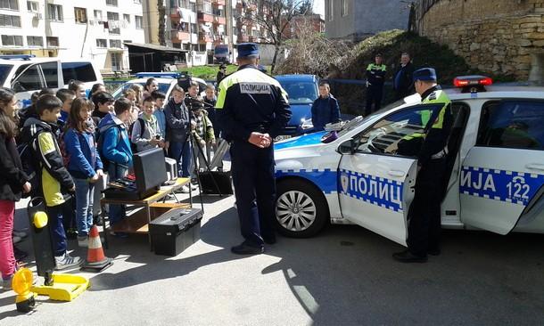 Djeca i policija u Foci
