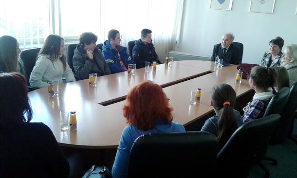 Radisav Masic sa ucenicima Onsovne skole