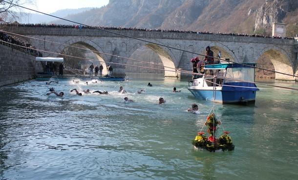 Plivanje za krst u Visegradu