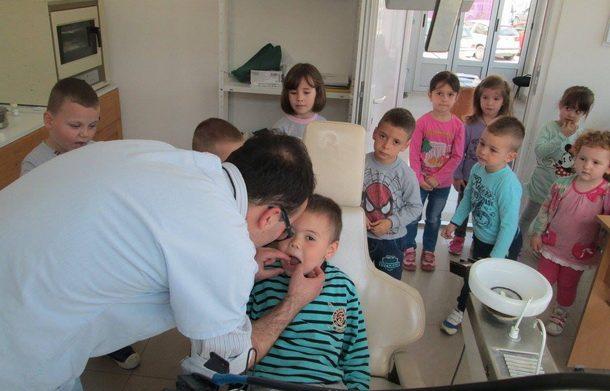 Djeca kod zubara 1