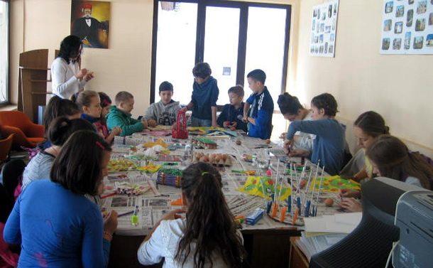 Skolarci sarali jaja u Cajnicu 2