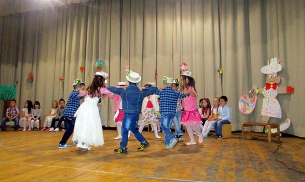 Priredba djece u Cajnicu (1)