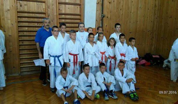 Karatisti iz Cajnica