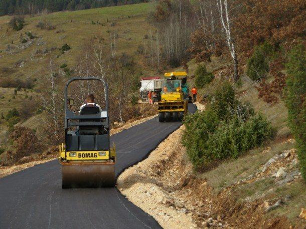 asfaltirtanje-puta-za-mandre-2