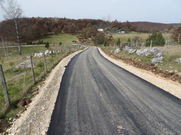 asfaltirtanje-puta-za-mandre-3