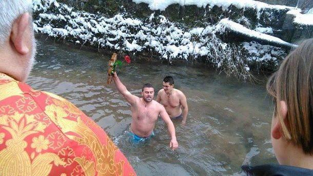 plivanje-bogojavljenje-u-cajnicu-1