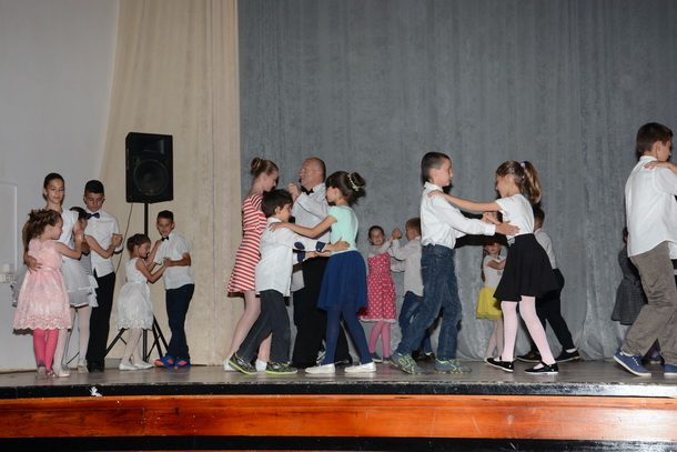Vece plesa u Rudom