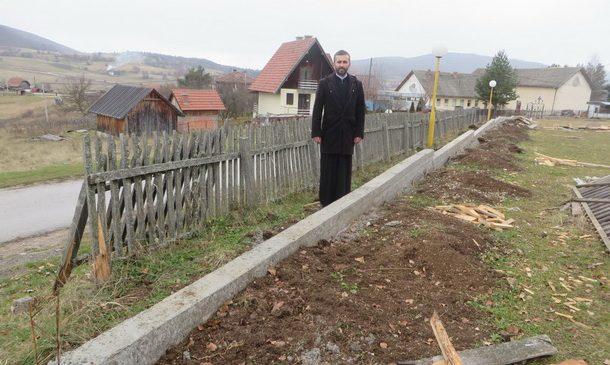 nova-ograda-oko-crkvene-porte-borike-1